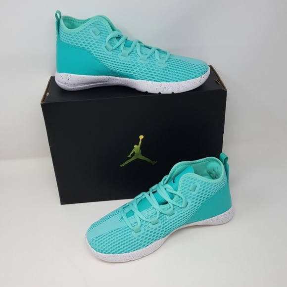 a3d2b0fd8e90 Nike Kids Jordan Reveal SG Basketball Shoe